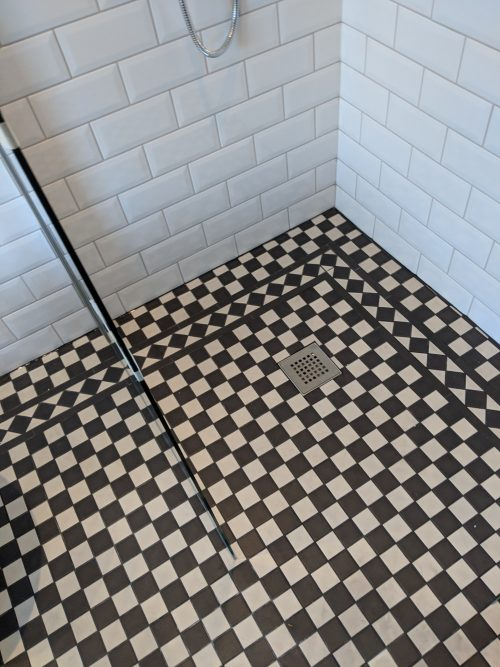 Chequered tiling on the shower floor